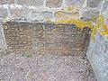 Eglise lande patry - ancienne pierre tombale réutilisée en parement .jpg