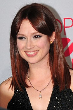 Ellie Kemper at the 38th People's Choice Award (cropped).jpg