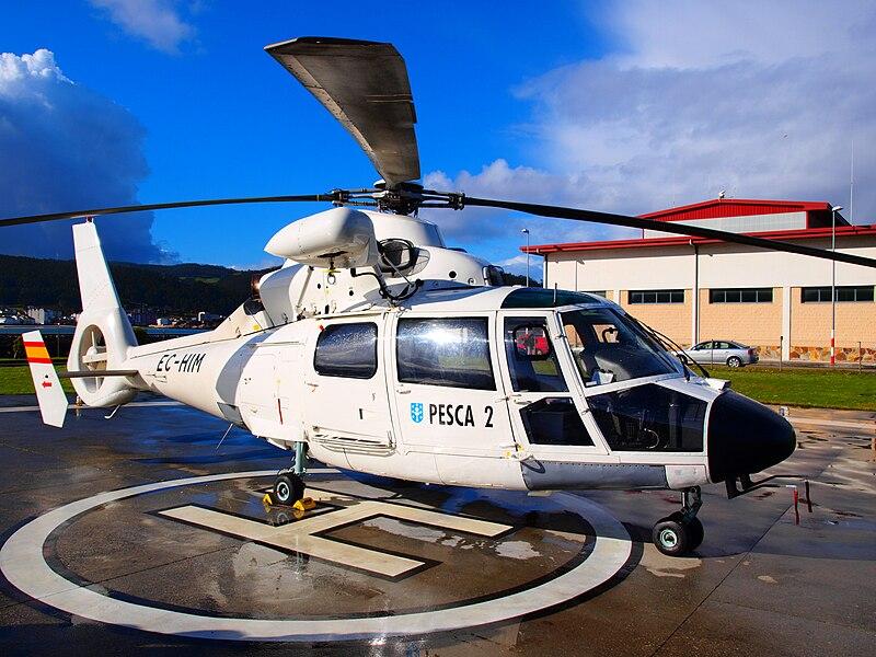 File:Eurocopter AS-365N2 Dauphin II (EC-HIM) @ Helipuerto Costa Norte.jpg