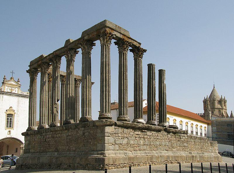 Portugalija 800px-Evora-RomanTemple_edit