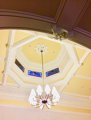 Eyres House, Soldiers Hill, Ballarat - Interior foyer with stained glass skylight