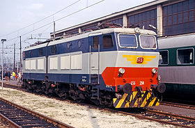 Locomotiva E.656 in livrea originale