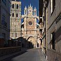 Fachada principal de la Catedral de Astorga.jpg
