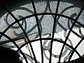 Fenster im Friedhofsmausoleum.jpg