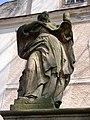 Figura przed kościołem.JPG