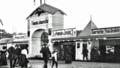 FlugplatzJohannisthalHaupteingang1912.png