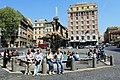 Fontána tritonů na nám Barberini Roma 2011 2.jpg