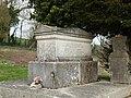 Fontaine-en-Dormois-FR-51-sépulture Tirlet-a1.jpg
