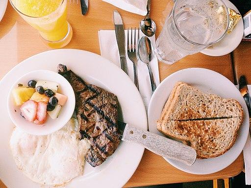 Food-plate-toast-restaurant (24031208550)