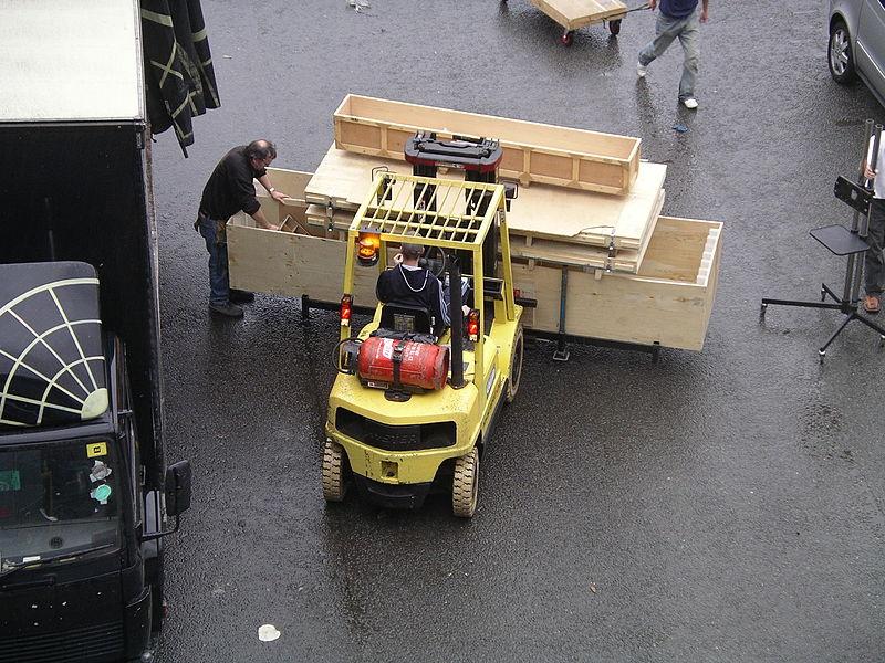 File:Fork lift truck 11y07.JPG