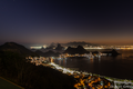 Foto noturna da Baía de Guanabara RJ.png