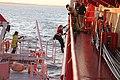 """Frachtschiffreise24 Container Feederschiff MS """"Alexander B"""" auf der Elbe vor Brunsbüttel Der Lotse kommt an Bord.jpg"""