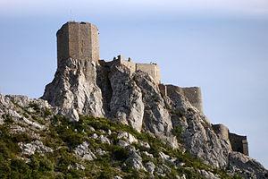 Balade en Pays Cathare 300px-France-Chateau_de_Queribus-Vue_d%27ensemble-2005-08-05