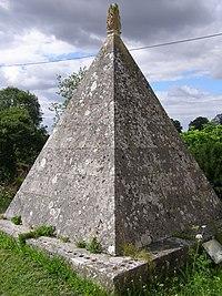Francis Douce's pyramidal mausoleum, Nether Wallop - geograph.org.uk - 213585.jpg