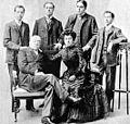 Francisco Garcia Calderon y sus hijos.jpg