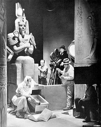 Karl Freund - Freund directing Boris Karloff in The Mummy (1932)