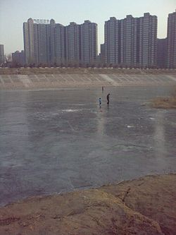 Frozen river Chaobai river at Yanzhou town.jpg
