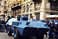 Gênes - juillet 2001 Sommet contre le G8. Blindé Carabinieri (9233606350).jpg