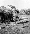 Gammal kvinna med börda. Rio Pilcomayo, Gran Chaco. Bolivia - SMVK - 004637.tif