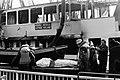 Gezonken schip Prinses Irene in Keulen gelicht, doden geborgen een van de sla, Bestanddeelnr 927-8846.jpg