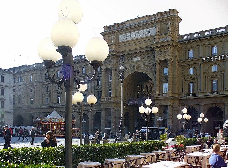 File:Gilli (Florence) Piazza della Repubblica.jpg