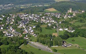 """100 km """"Nuit de Greifenstein"""" (D): 09-10/09/2011 300px-Greifenstein%2C_Luftbild%2C_Juli_2011"""