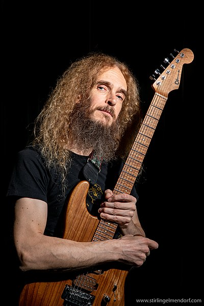 Picture of a band or musician: Guthrie Govan