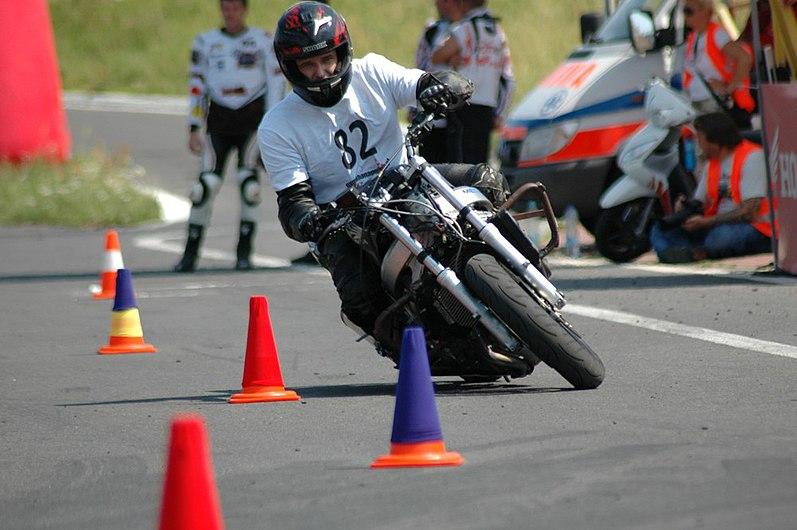 Gymkhana, sport motocyklowy - jazda sprawnościowa na czas.JPG