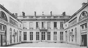 Hôtel de Bourbon-Condé - Image: Hôtel de Bourbon Condé interior courtyard Parker 1967