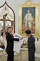 H.E. Quinton Mark Quayle มอบของที่ระลึกแก่นายกรัฐมนตรี - Flickr - Abhisit Vejjajiva (3).jpg