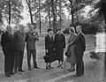 H. M. ontvangt Lord Ismay op Raaphorst te Wassenaar, Bestanddeelnr 905-3771.jpg