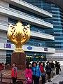 HKCEC 灣仔北 Wan Chai North 金紫荊廣場 Golden Bauhinia Square 博覽道東 Forever Blooming Bauhinia Sculpture Mar-2014 visitors.JPG