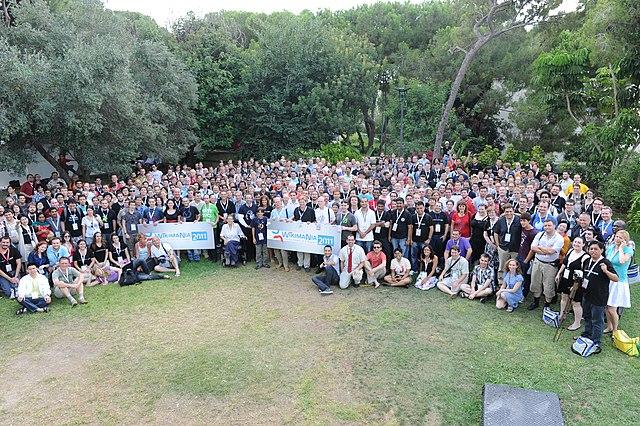 http://upload.wikimedia.org/wikipedia/commons/thumb/b/be/Haifa_-_Wikimania_2011_-_Foto_Grupal.jpg/640px-Haifa_-_Wikimania_2011_-_Foto_Grupal.jpg