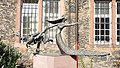 Hanau Schlossplatz König-Drosselbart-Skulptur.jpg