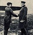 Hermann Dorner im Gespräch mit General von Moltke, 1910.jpg