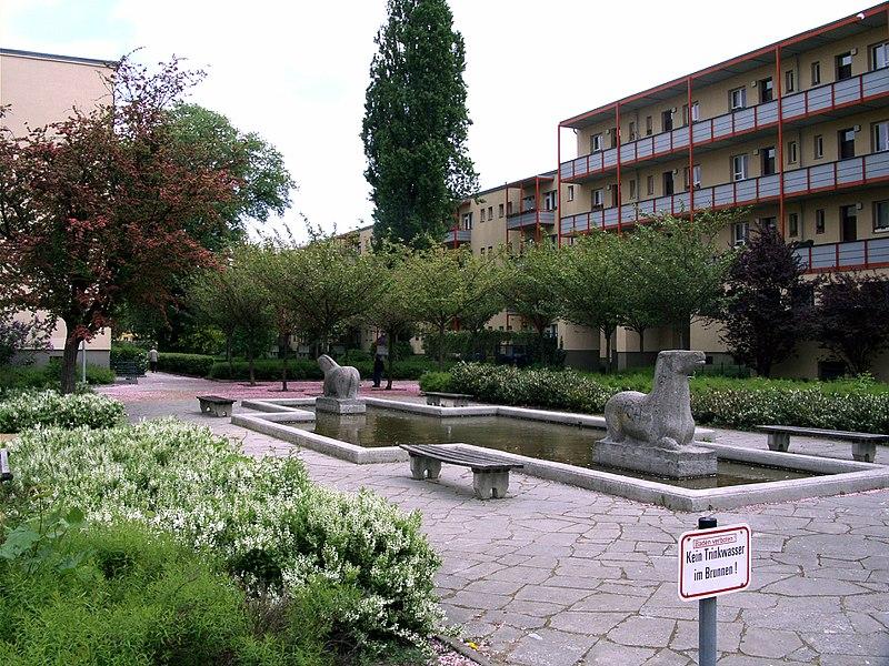 File:Hohenschönhausen Flusspferdhof 01.jpg