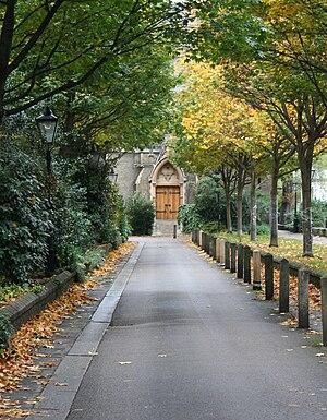 Holy Trinity Brompton - Entrance driveway