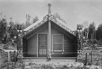 Manakau - File:House of Te Ua Whaka, at Manakau, 1880s