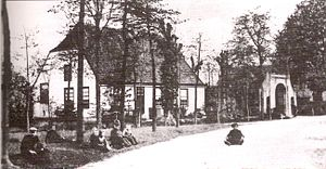 "Lieshout - A postcard from 1910 showing the Ribbius mansion and the ""Gate to Binderen"" in the center of Lieshout"