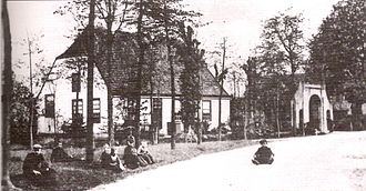 """Lieshout - A postcard from 1910 showing the Ribbius mansion and the """"Gate to Binderen"""" in the center of Lieshout"""