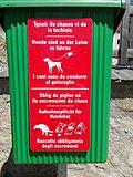 Hundehinweise in Samedan auf Deutsch und Puter.jpg