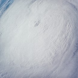 Hurricane Gladys 1968-10-17 Apollo 7.jpg