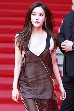 Hyomin at the Seoul Fashion Week 2016 02.jpg
