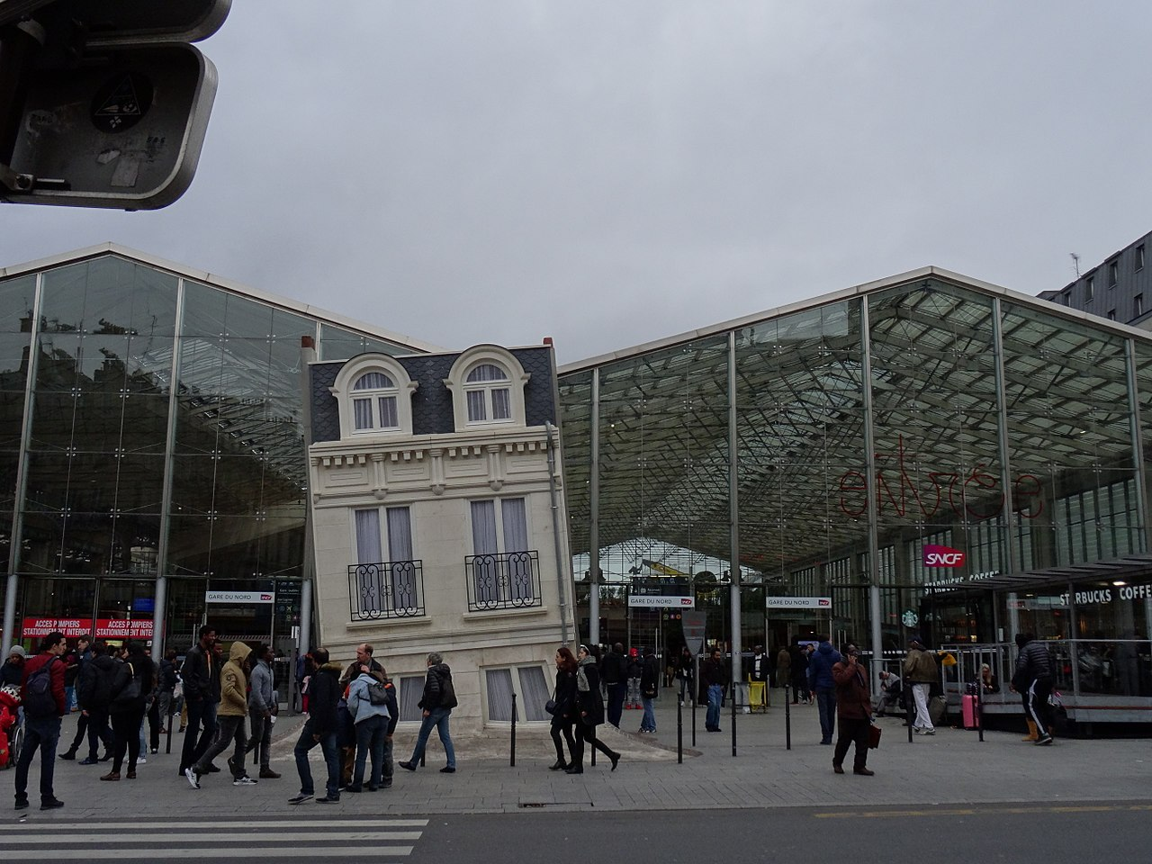 fichier immeuble parisien gare du nord paris 21993202064 jpg wikip dia. Black Bedroom Furniture Sets. Home Design Ideas
