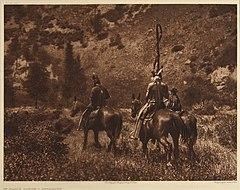 EDWARD SHERIFF CURTIS LE PHOTOGRAPHE DES AMÉRINDIENS 240px-In_Black_Ca%C3%B1on%2C_1908