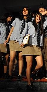Schooluniformen per land School uniforms by country qaz.wiki