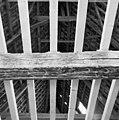 Interieur- een van de beschilderde moerbalken onder het vroeg-17de-eeuwse stucplafond op de verdieping - Brielle - 20042536 - RCE.jpg