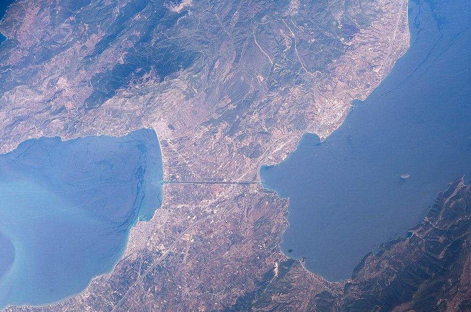 Istmo de Corinto ESC large ISS011 ISS011-E-13188