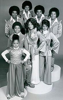 Janet in una foto con i suoi fratelli (manca Jermaine). Da sinistra in basso: Janet, Randy, La Toya, Rebbie. Da sinistra in alto: Jackie, Michael, Tito, Marlon.