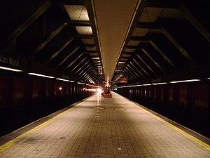 Jamaica–Van Wyck (IND Archer Avenue Line) - Station platform